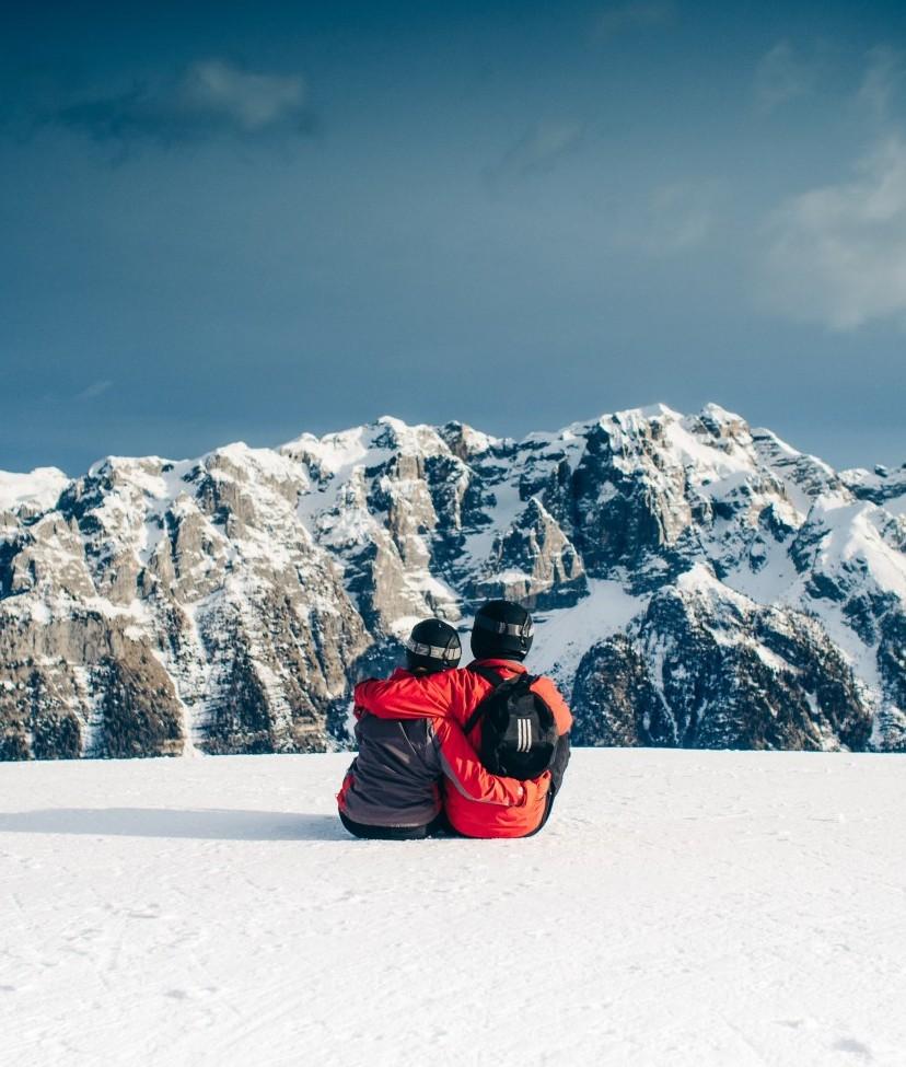 snow-mountains-sky-couple